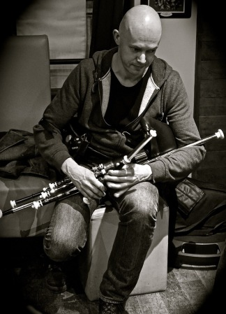 Loïc Bléjean - uilleann pipes - Photo Laurence Marchal
